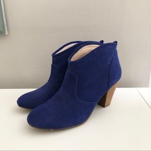 REPORT Blue ankle boots!